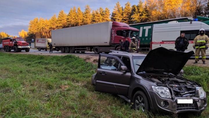 Пострадал ребенок: на трассе в Ярославском районе произошло тройное ДТП с грузовиком