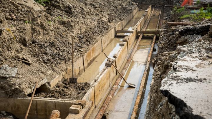 Новосибирец провалился в яму на месте ремонта теплотрассы на Вертковской