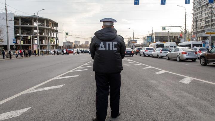 Скорую помощь бы ему: под Волгоградом задержали мужчину, набросившегося на инспектора ГИБДД с ножом