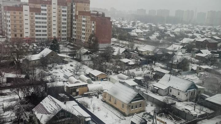 В конце апреля выпал снег: 10 фото, показывающих, что природа над нами смеется