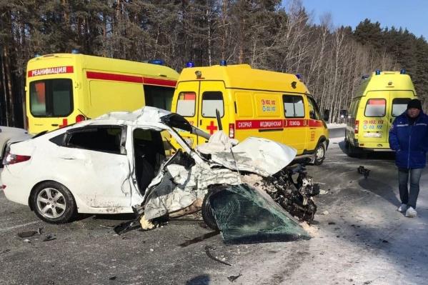 На место аварии прибыли четыре машины скорой помощи