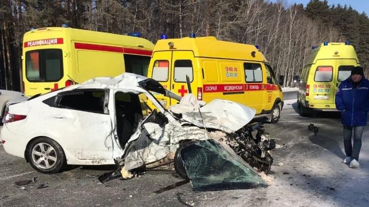 Под Тюменью на трассе жестко столкнулись два автомобиля Hyundai