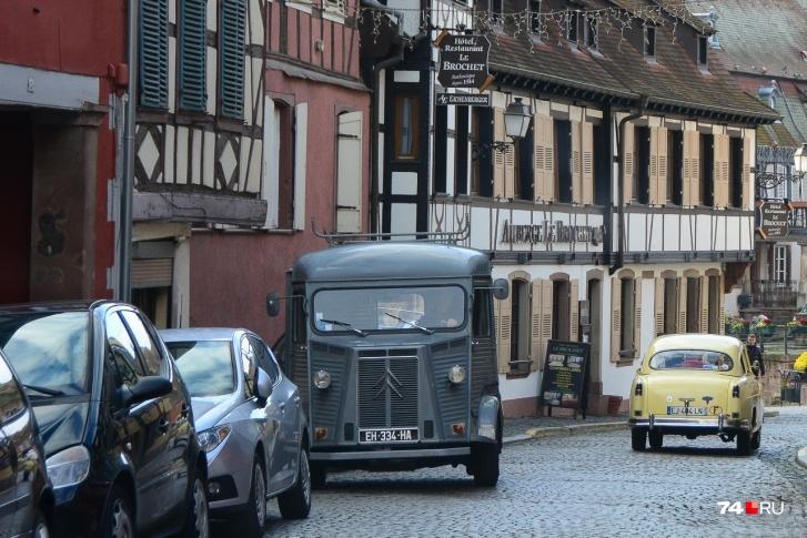 Европейцы привыкли к узким полосам из-за тесных старинных улочек (Франция)