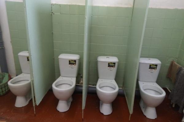 Дети стесняются ходить в такие туалеты