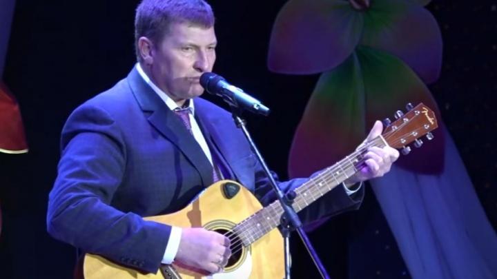В Башкирии глава района на Восьмое марта спел песню Боярского под гитару