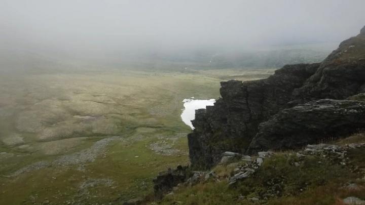 На перевале Дятлова у походника остановилось сердце. Туристы рассылают сигнал SOS