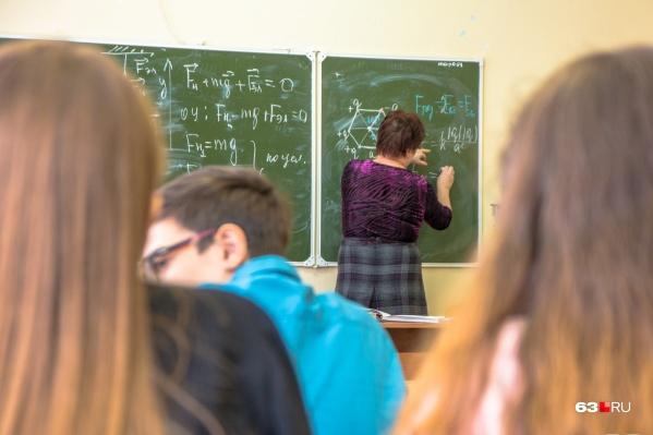 За каждым классом в школе закреплен кабинет, чтобы ограничить контакты учеников