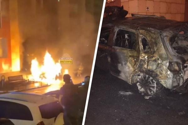 Огнем уничтожено два автомобиля