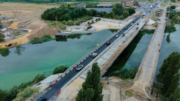 Подрядчик выполнит за свой счет: дорожники признали разрушения на отремонтированном мосту на въезде в Волгоград