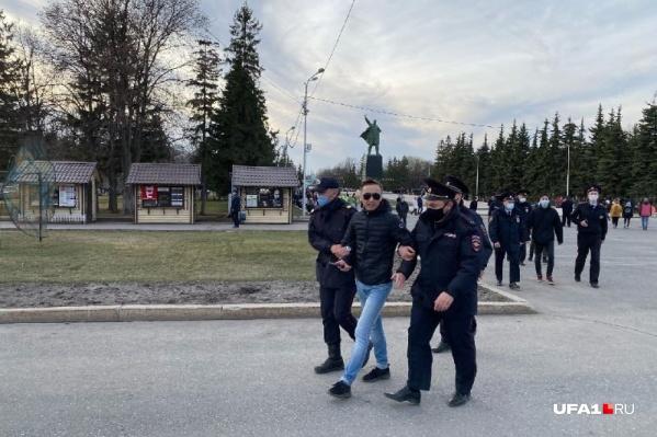 Митинг в Уфе, как и по всей России, сопровождался полицейскими задержаниями