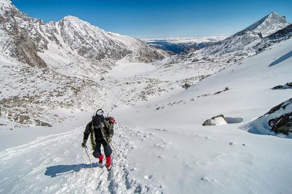 На вершину в Бурятии часть туристов заходит со стороны Монголии