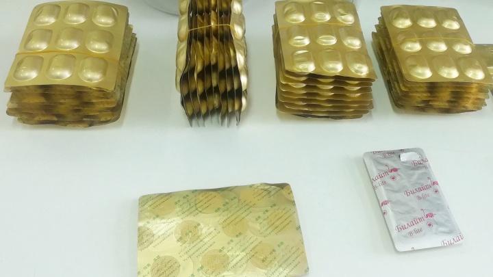 ФСБ, полиция и таможня задержали сибирячку на почте— она заказала в интернете таблетки для похудения