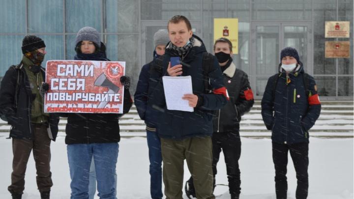 Суд оштрафовал лидера пермских нацболов за организацию пикетов против вырубки Черняевского леса