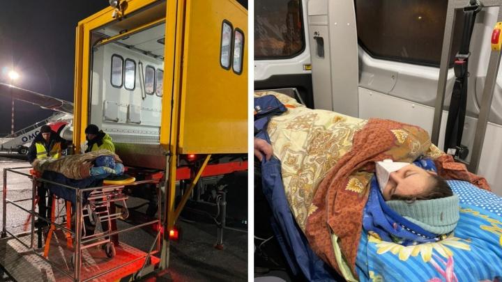 Онкобольная Юлия Гущина, которой не смогли помочь в Омске, вылетела в Санкт-Петербург