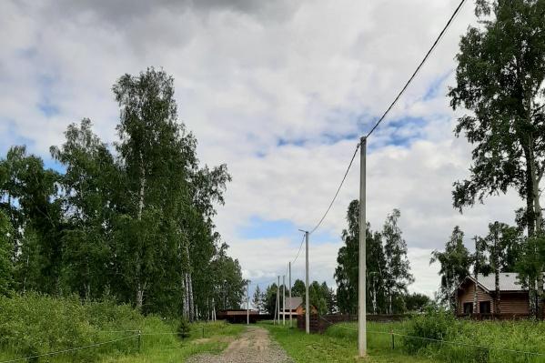 Поселок находится на огороженной территории в экологически чистом месте