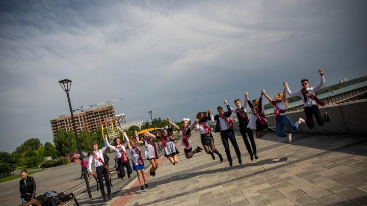 Новосибирские школьники готовятся к последним звонкам — торжественные линейки начнутся уже завтра