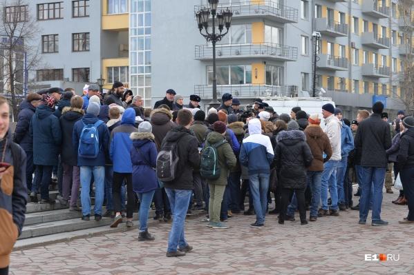 На площади Труда под окнами Уральского облисполкома часто устраивают протестные акции и городские праздники