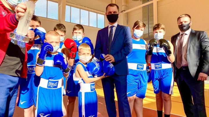 «Для будущих чемпионов»: волонтеры крупного предприятия развивают детский спорт в Котельниково