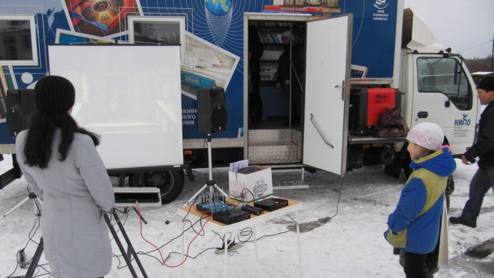 Клубы на колесах: в 8районах Архангельской области появятся передвижные культурные центры