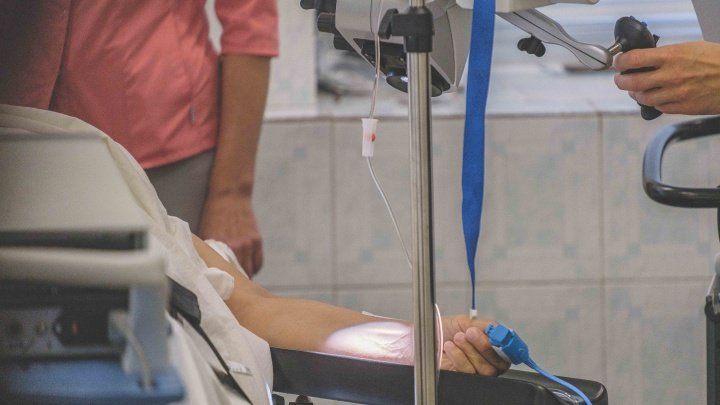 Выжигает опухоль: в пермском онкодиспансере начали лечить рак гортани с помощью лазера