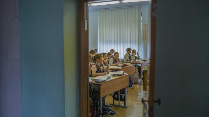 Непривитых сотрудников в Ярославской области начнут отстранять от работы. Первыми пойдут учителя