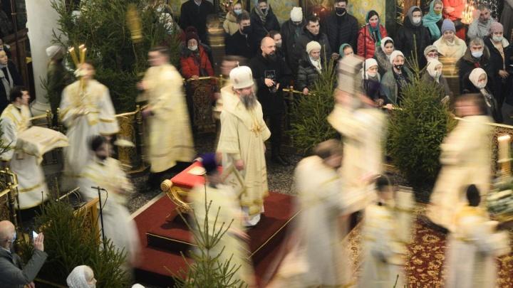 «Время, когда стоит задуматься о смысле жизни»: Екатеринбург встретил православное Рождество