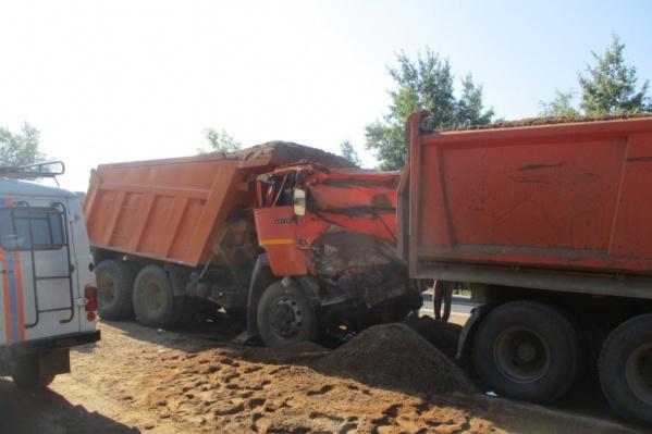 Три грузовика столкнулись в Переславском районе Ярославской области