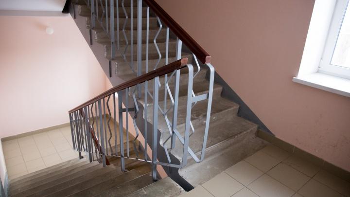 Упал на лестнице и сломал спину: мама ребенка, пострадавшего в ярославском ТЦ, добилась компенсации