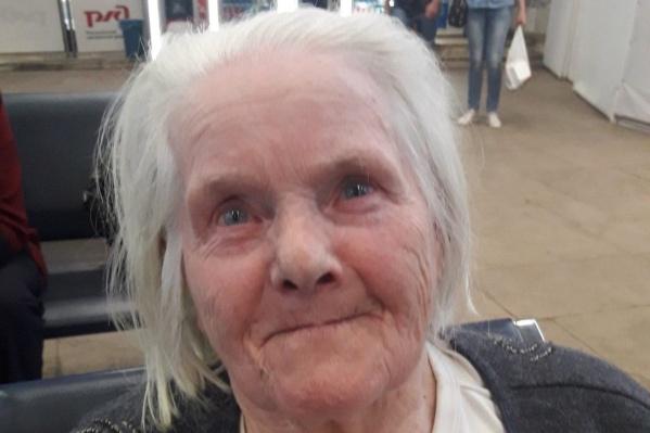 Бабушка приехала в Ярославль на электричке
