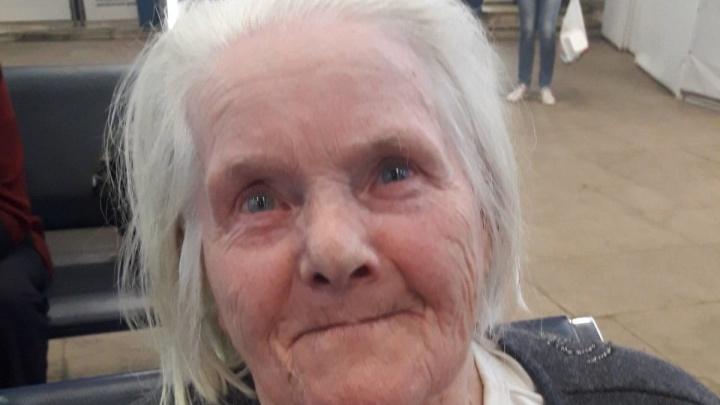 «Сколько я вам должна?»: ярославские волонтеры спасли потерявшуюся бабушку из другой области