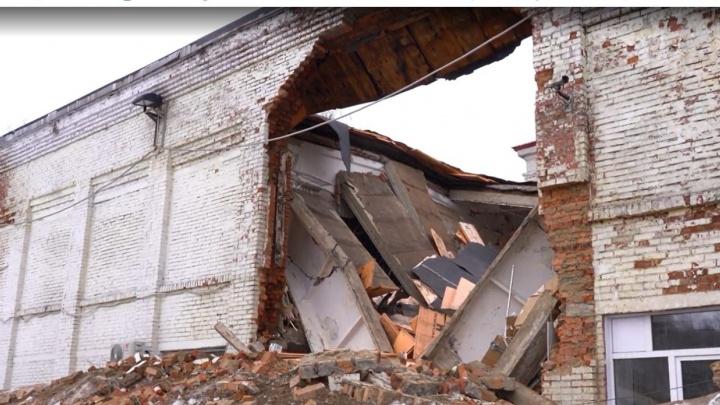 Следком возбудил уголовное дело после обрушения корпуса школы в Кузбассе