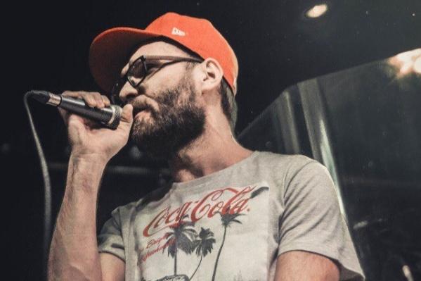 Музыкант записал саркастический рэп