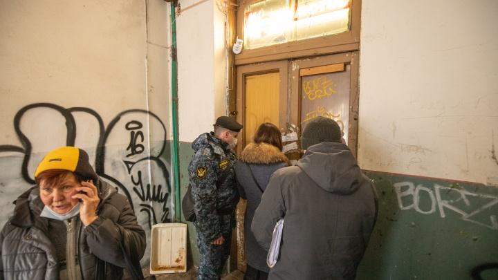Дом опечатали, вещи увезли: приставы рассказали, как выселяли Загребаеву из дома в центре Ростова