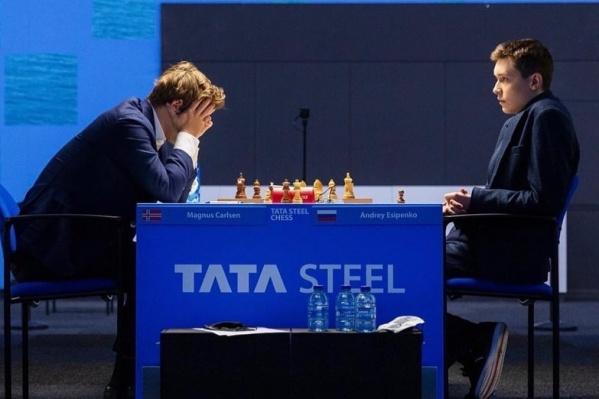 Андрей Есипенко (справа) продолжает участие в турнире