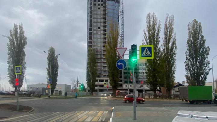 На Сенной изменили схему движения. Теперь разрешен левый поворот с улицы Минина на Казанский съезд