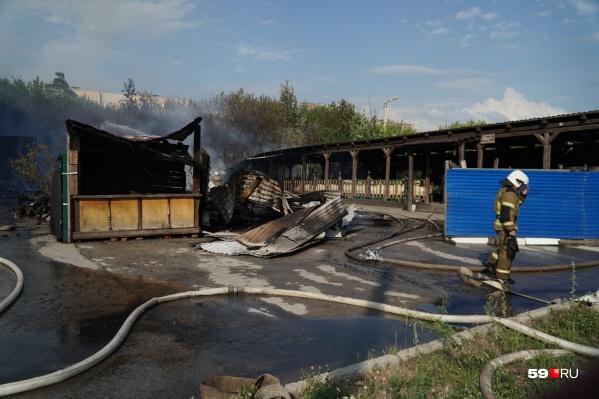 Сегодня в Перми горело летнее кафе на улице Подлесной