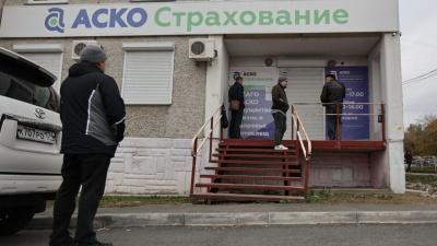 «Сидит и лжет в глаза»: в Россию вернулись очереди за ОСАГО и черные списки клиентов