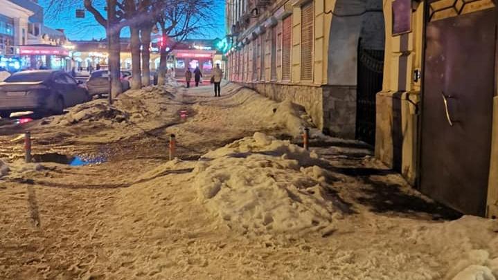 Глава района Уфы рассказал, почему с Октябрьской Революции не вывозят снег