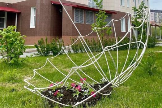 В Сургуте начали высаживать цветы. Глаз горожан будут радовать 300 тысяч растений