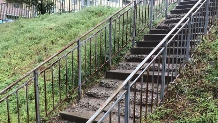 Мэрия Волгограда пообещала починить разрушенную лестницу в центре города