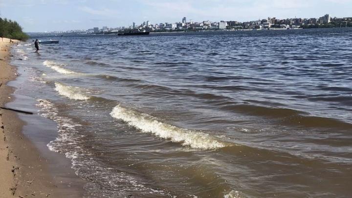 Очевидцы рассказали, как сейчас выглядит берег Волги, где затонул теплоход