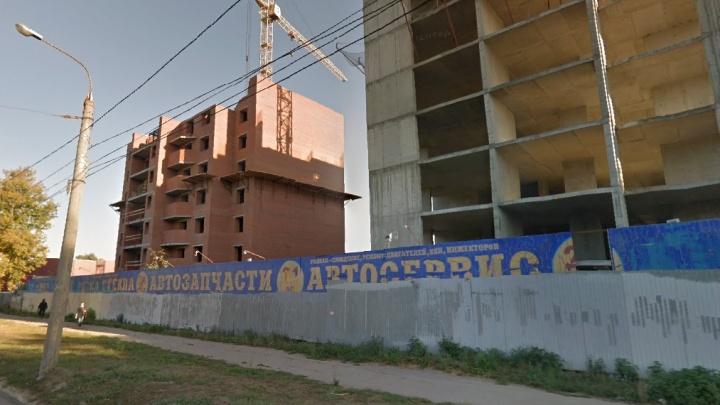 Владелец семиэтажных самостроев на Гагарина подал в суд на мэрию