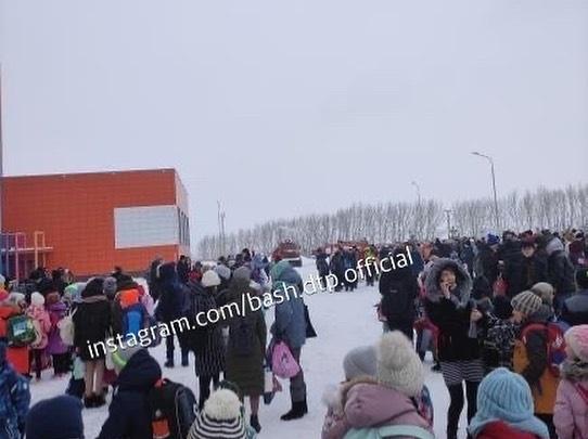 В Уфе массово эвакуируют школы из-за сообщения о бомбе