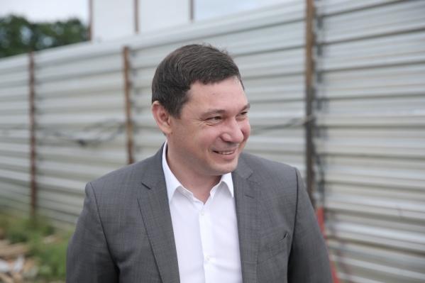 Евгений Первышов решил лишать премий до конца года всех заразившихся сотрудников администрации