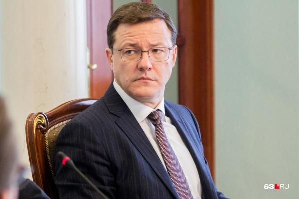 По мнению Дмитрия Азарова, платные парковки нужно внедрить после развития транспортной инфраструктуры