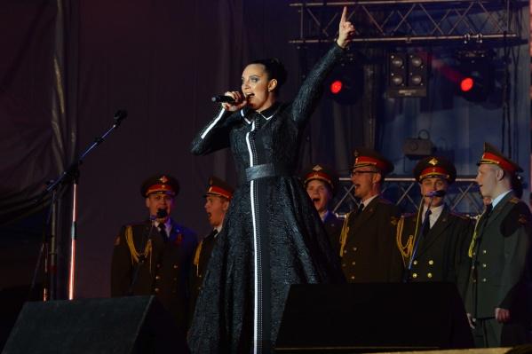 Елена Ваенга отказалась от гонорара за выступление в Екатеринбурге