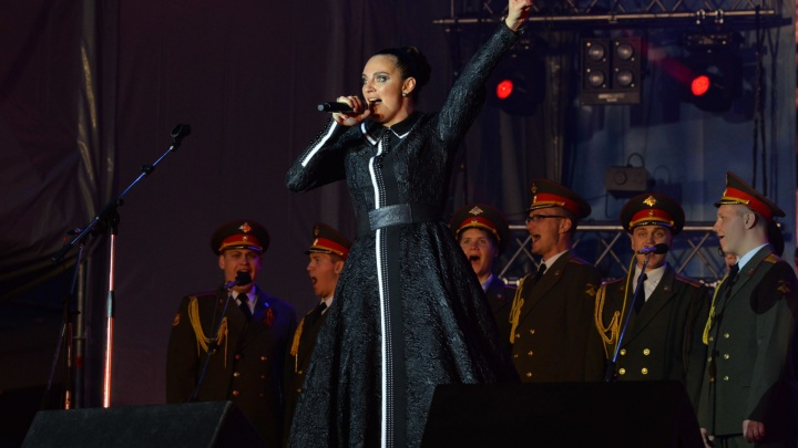 В Екатеринбурге выступают Елена Ваенга и Леонид Агутин: показываем гала-концерт в прямом эфире