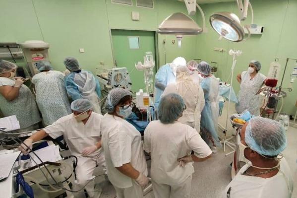 Роды четверни принимали 30 специалистов перинатального центра в Волгограде