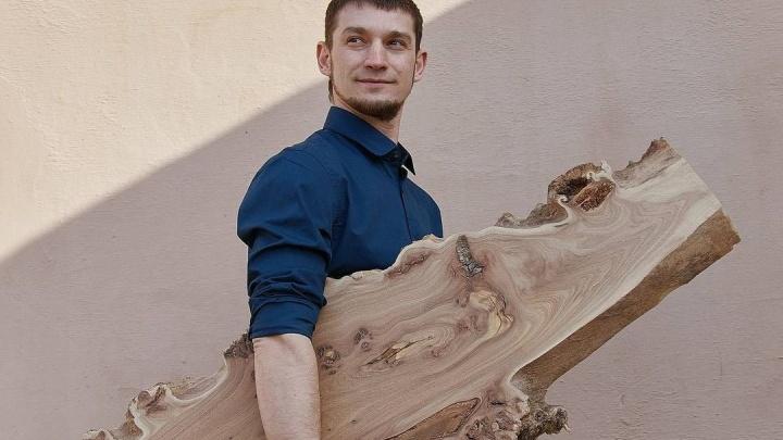 Красноярский бармен потерял работу из-за ковида, получил помощь от государства и открыл свою столярку