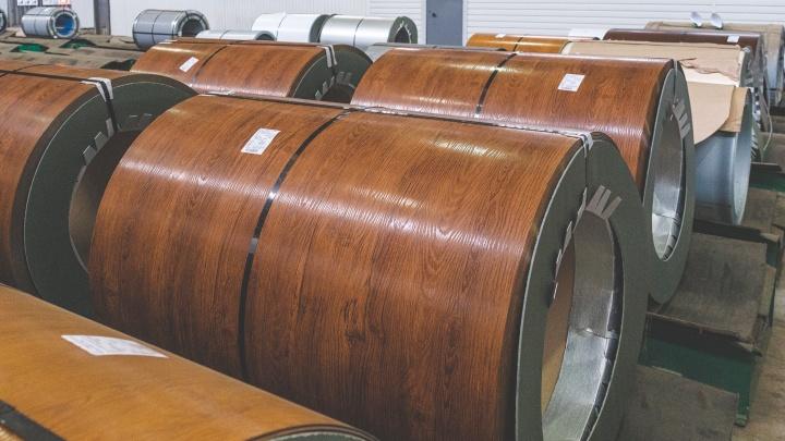 Стальная палитра: как в Лысьве производят металлопрокат разных цветов и фактур (даже под дерево или кирпич)